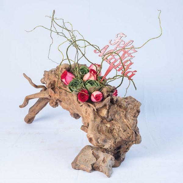 Arreglo exótico con base de raíz de tronco