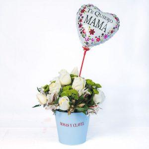 Baldecito con 15 rosas blancas y astromelias crema
