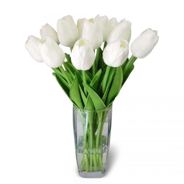 Florero con 12 tulipanes blancos